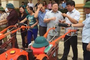 Trao tặng 15 máy nông nghiệp cho nông dân nghèo Hòa Bình