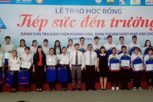 71 tân sinh viên nhận học bổng 'Tiếp sức đến trường'