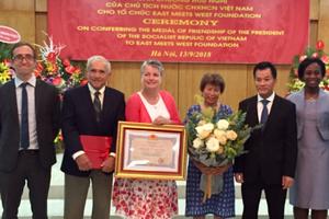 Trao tặng Huân chương Hữu nghị cho tổ chức EMWF của Mỹ