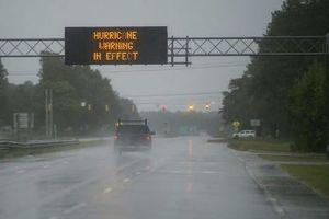 Mỹ cảnh báo lũ lụt chết người vì bão 'có một lần trong đời'