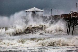 Những hình ảnh thiệt hại đầu tiên tại Mỹ vì siêu bão Florence