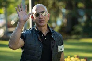 'Kiếm' 4 tỷ USD trong 1 tuần, Jeff Bezos rút 2 tỷ USD làm từ thiện