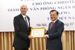 Người lao động trong ngành được xét tặng Kỷ niệm chương 'Vì sự nghiệp Tài chính Việt Nam'