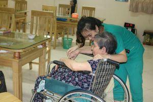 Nỗi ám ảnh của cô sinh viên mới ra trường khi lần đầu tiên chứng kiến người già qua đời tại trung tâm dưỡng lão