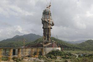 Dân Ấn Độ bất mãn vì chính quyền đổ tiền xây tượng đài cao nhất thế giới