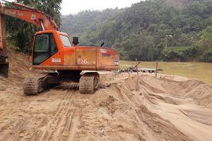 Khai thác cát trái phép, nữ chủ bãi bị phạt 150 triệu