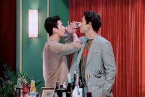 Chanyeol - Sehun và khoảnh khắc uống rượu giao bôi: Fan 'gào thét' vì… tình quá đi thôi!