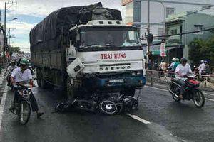 Xe tải tông liên hoàn 8 xe máy, 10 người bị thương