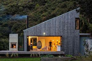 Ngôi nhà gỗ thơ mộng bên sườn núi xanh tươi
