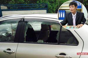 Kỹ sư Lê Văn Tạch chỉ ra điểm yếu của kính xe khiến đạo chích chỉ cần vài giây để đập vỡ