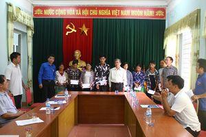 Đảng ủy khối doanh nghiệp tỉnh thăm hỏi, hỗ trợ cho đồng bào và một số đơn vị bị thiệt hại bởi mưa lũ tại huyện Mường Lát
