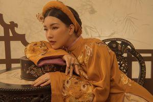 Ngắm 'nàng thơ xứ Huế' Ngọc Trân đẹp nồng nàn với áo dài Cung đình Huế