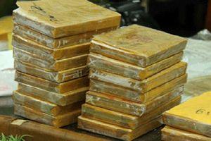 Lạng Sơn: Bắt hai đối tượng là mẹ con 3 lần vận chuyển 64 bánh heroin