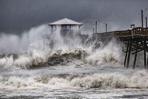 Ảnh, video: Siêu bão Florence đổ bộ vào Mỹ, gây lũ lụt trên diện rộng