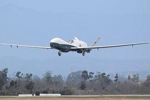 UAV trăm triệu USD Mỹ mài bụng trên đường băng