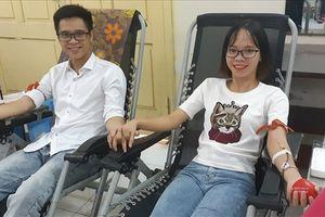'Ngày chung đôi': Hơn 100 đôi tình nhân cùng nhau hiến máu cứu người