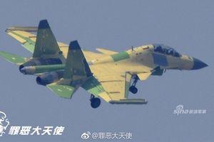 Trung Quốc khoe máy bay tác chiến điện tử ngang Mỹ?