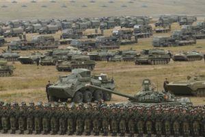 Mỹ không ấn tượng với 30 vạn quân Nga