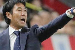 Cầu thủ chấn thương, HLV ĐT Nhật Bản đi... 1600 km xin lỗi CLB