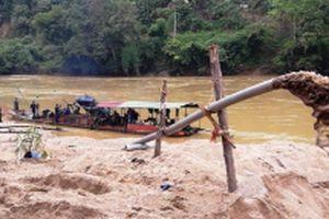 Phạt 150 triệu đồng và tịch thu tàu hút cát trái phép ở Lào Cai