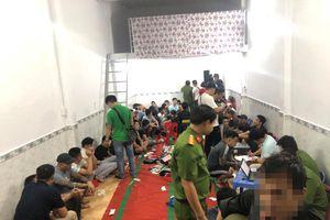 Hơn 100 cảnh sát đột kích 'ổ' bạc, bắt giữ 62 người