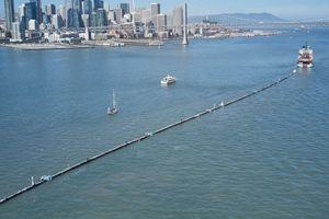 Thú vị 'Pac-Man' dài 600 mét 'ăn' rác thải nhựa làm sạch đại dương