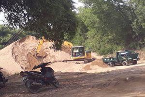 Hà Tĩnh: Chính quyền 'bật đèn xanh' cho bãi tập kết cát trái phép?