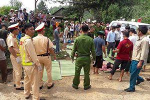 Lai Châu: Xe bồn mất phanh đâm xe khách rơi xuống suối khiến 11 người chết