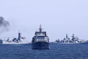 Đằng sau việc tàu chiến Nga rầm rộ tập trận sát Mỹ