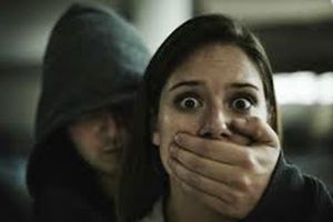 Tin là bạn đời kiếp trước, người phụ nữ lên kế hoạch bắt cóc cô gái 21 tuổi