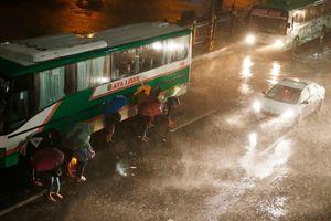 Siêu bão Mangkhut kinh hoàng tới mức 'có thể nhấc bổng một chiếc Boeing 737'