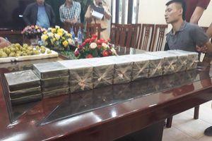 Lạng Sơn: Bắt 2 mẹ con vận chuyển hàng chục bánh heroin
