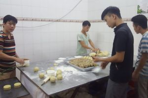 Phường Xuân Tảo (Quận Bắc Từ Liêm – Hà Nội): Kinh hoàng quy trình sản xuất bánh trung thu 'bẩn'