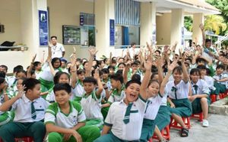 CSGT đến trường tuyên truyền Luật giao thông cho học sinh