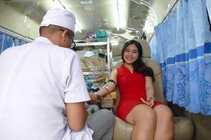 Hơn 150 người tham gia hiến máu