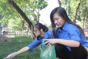 Tuổi trẻ quận Hai Bà Trưng hưởng ứng Chiến dịch 'Làm cho thế giới sạch hơn'