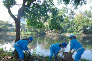 Gia Lâm: Ra quân tổng vệ sinh môi trường sông Cầu Bây