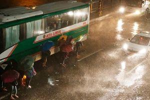 Siêu bão Mangkhut thổi bay miền Bắc Philippines với sức gió 120 km/giờ