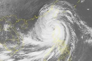 Mangkhut không còn ở cấp siêu bão nhưng vẫn gây gió giật cấp 17