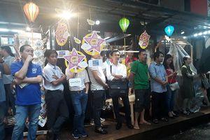 Khán giả đội mưa dự ra mắt sách về ông Park Hang Seo