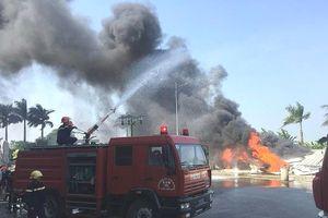 Cháy dữ dội tại khuôn viên Nhà thi đấu đa năng Thái Bình