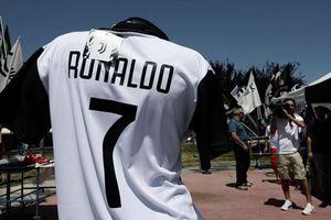 Nhờ Ronaldo, Juventus bán ra số áo bằng cả mùa giải trước