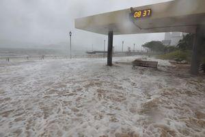 Hongkong oằn mình trước sức mạnh khủng khiếp của siêu bão Mangkhut