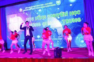865 triệu đồng từ đêm nhạc học bổng khuyến học Dương Quang Trung
