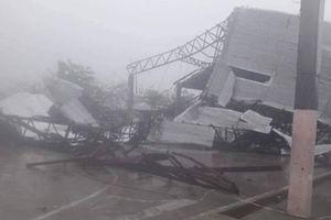 Cận cảnh sức tàn phá khổng lồ của siêu bão Mangkhut khi đổ bộ đất liền