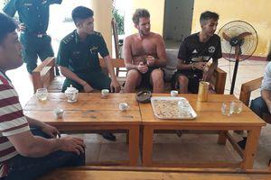 Một du khách nước ngoài bị lạc, kiệt sức ở bán đảo Sơn Trà