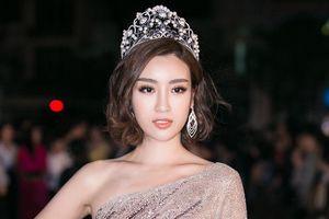 Đỗ Mỹ Linh dịu dàng sánh bước cùng Kỳ Duyên, Huyền My trên thảm đỏ CK Hoa hậu Việt Nam 2018
