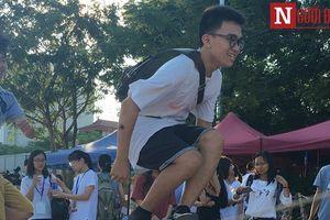 Hà Nội: Giới trẻ thích thú với trò chơi dân gian trên phố đi bộ Trịnh Công Sơn
