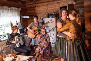 Những ngôi làng phụ nữ cười vui mỗi ngày