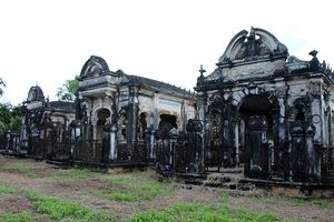 Bí ẩn ngôi mộ cổ hoành tráng như cung điện ở miền Tây